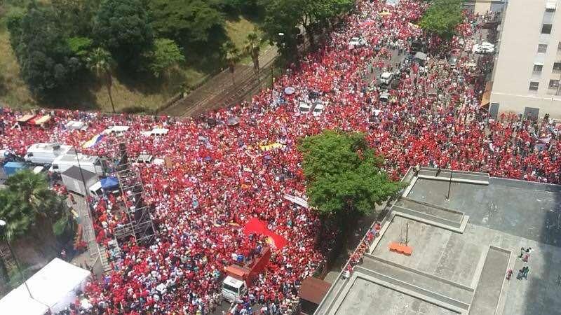 """Още един """"птичи поглед"""" към чависткото множество в Каракас на 19 април. Снимка: resumenlatinoamericano"""
