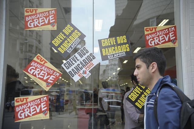 Затворена банка в Сао Пауло по време на стачката. Снимка: resumenlatinoamericano