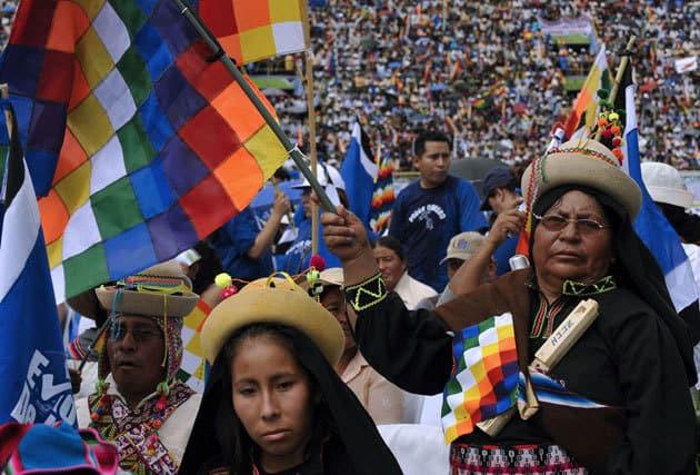 Типичните за Латинска Америка индиански движения, които едновременно са и правозащитни, и екологичн, а са успели да намерят и свое присъствие в редица правителствени политики.