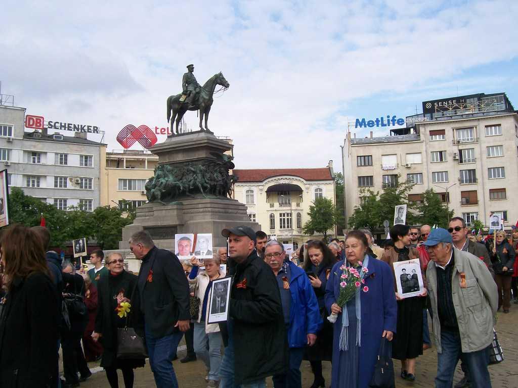 Шествието мина и покрай паметника на Цар освободител. Снимка: Къдринка Къдринова