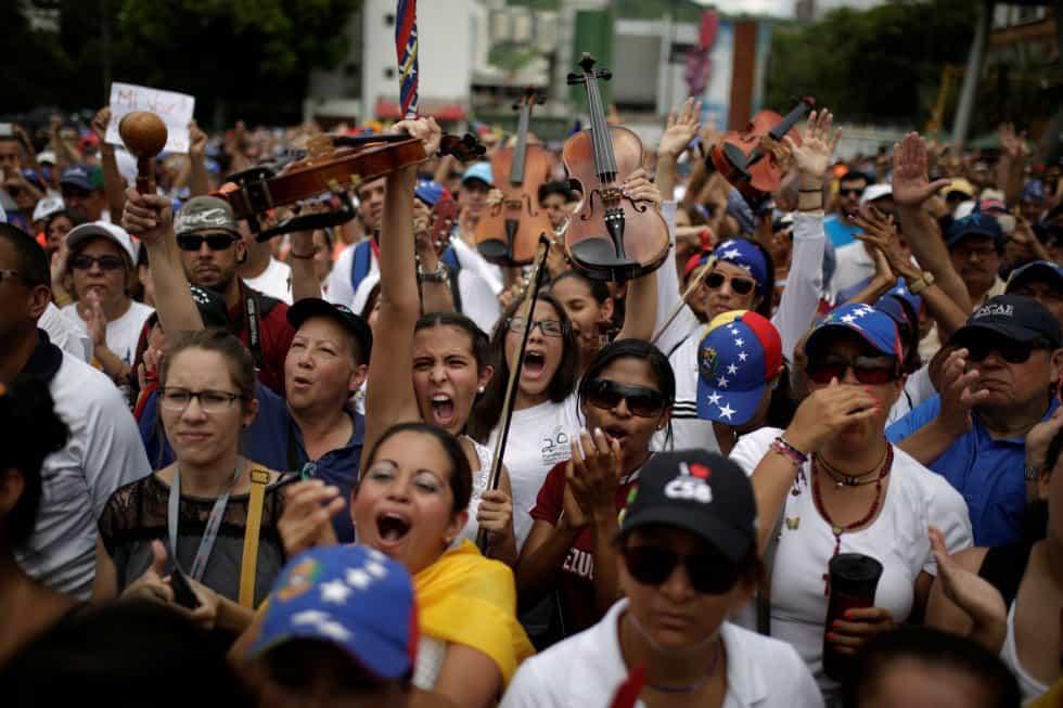 Протест заради гибелта на млад цигулар. Източник: Eл Паис