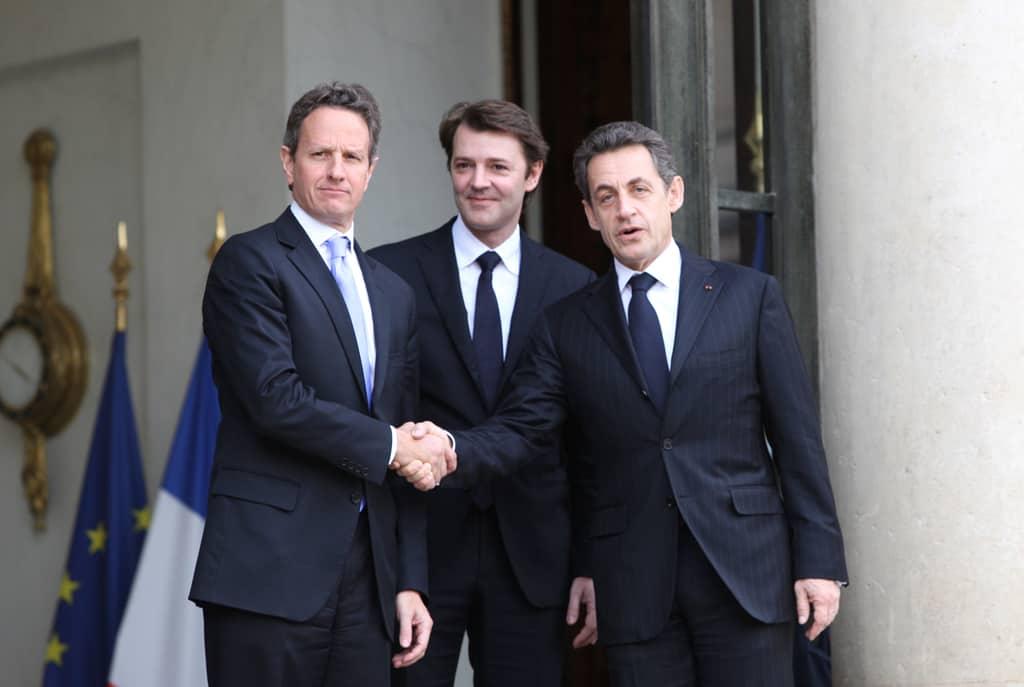 Франсоа Бароен (в средата) като икономически министър през 2011 г.–между тогавашния френски президент Никола Саркози и американския финансов министър Тимъти Гейтнър. Снимка: Уикипедия