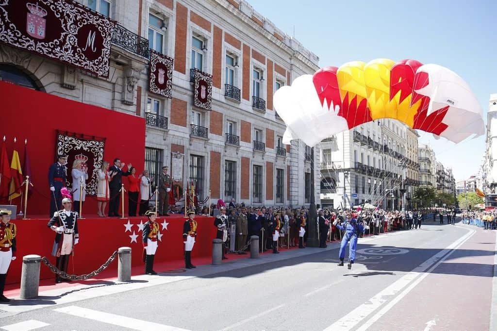 Миналата година на същото честване правителството е било представено на подиума от премиера Мариано Рахой. Снимка: Comunidad de Madrid