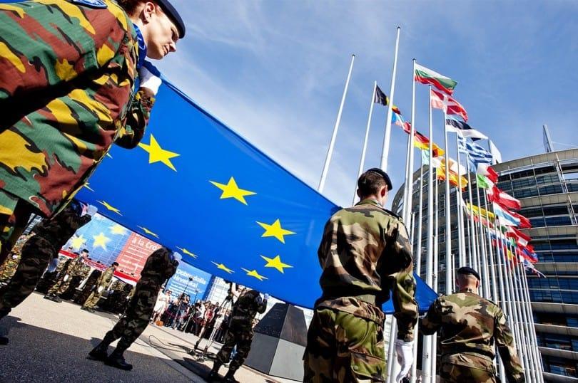 Ако ще вървим към обща армия на ЕС, защо да се бърза с козируването пред Тръмп? Снимка: European Parliament