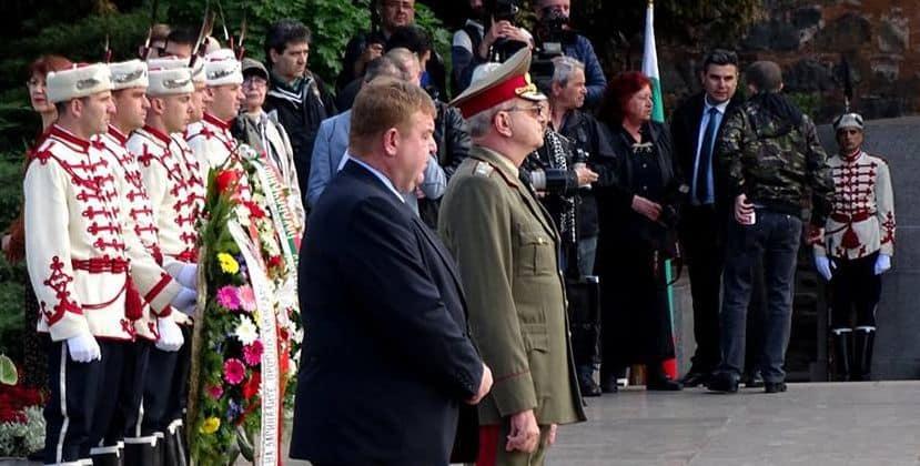 Вицепремиерът и военен министър Красимир Каракачанов също участва в церемонията. Снимка: Николай Белалов