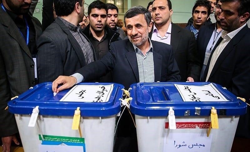 Махмуд Ахмадинеджад гласува в изборите през 2016 г. Снимка: Уикипедия