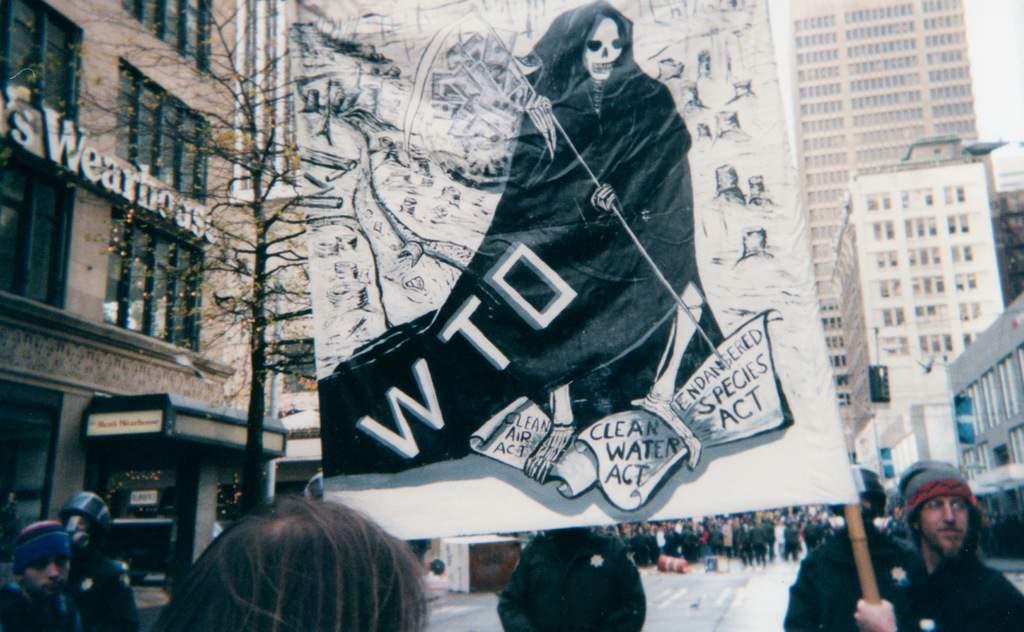 Момент от алтерглобалистките протести в Сиатъл през 1999 г. Снимка: Уикипедия