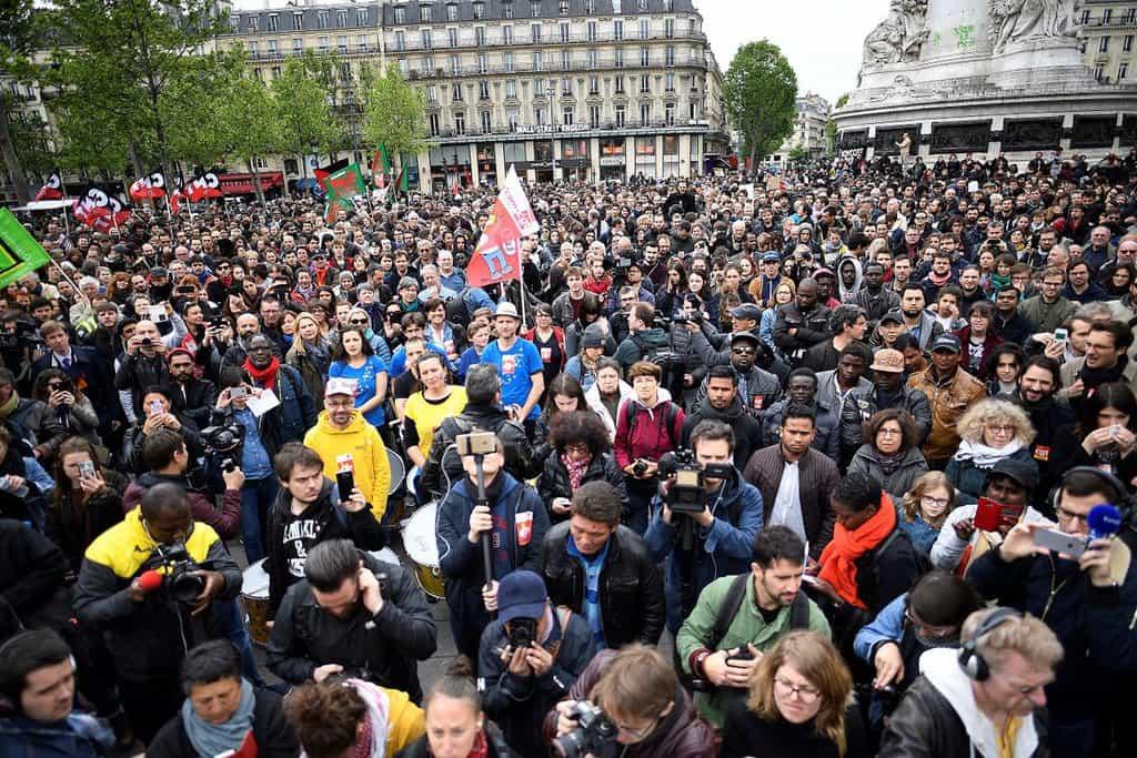 Масови протести срещу Макрон вече се разляха из улиците на Париж. Снимка: Туитър