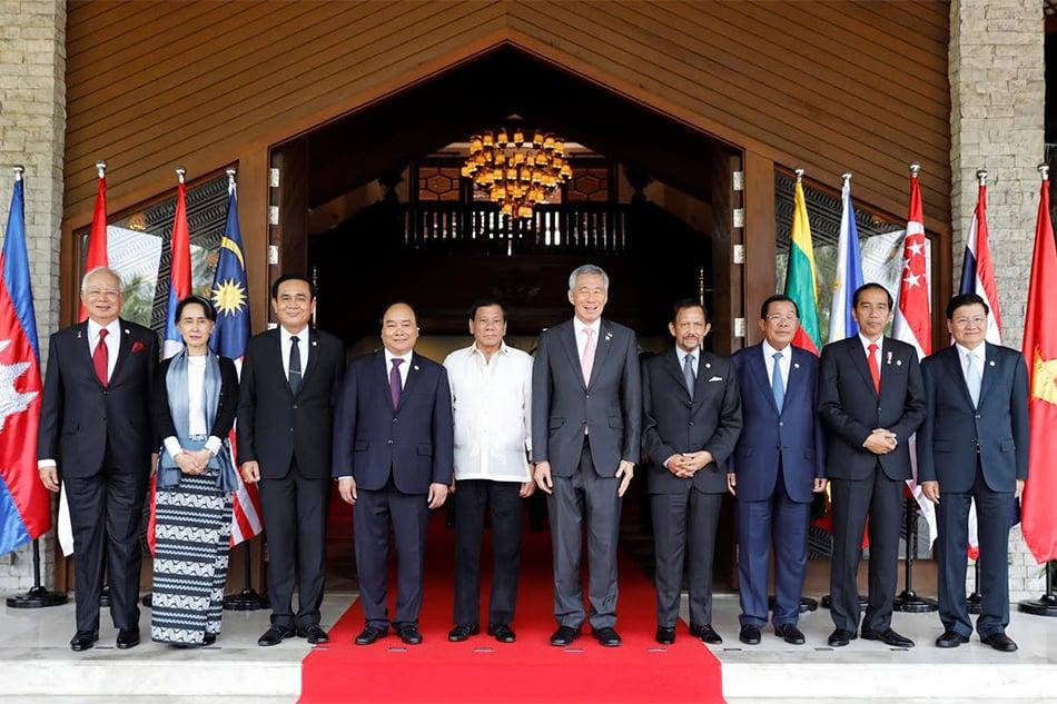 """Още една """"семейна снимка"""" на участниците в юбилейната среща във Филипините. Снимка: abs-cbn"""
