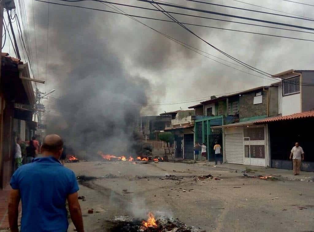 Пожари на обществени сгради и безчинства са регистринани и в щата Баринас. Снимка: Туитър