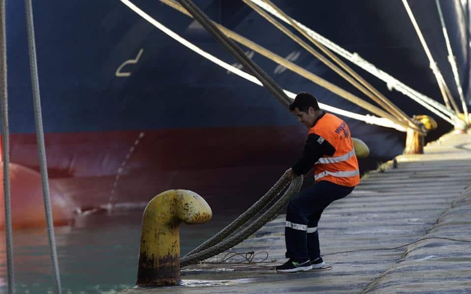 Фериботите остават закотвени до петък включително. Снимка: katimerini