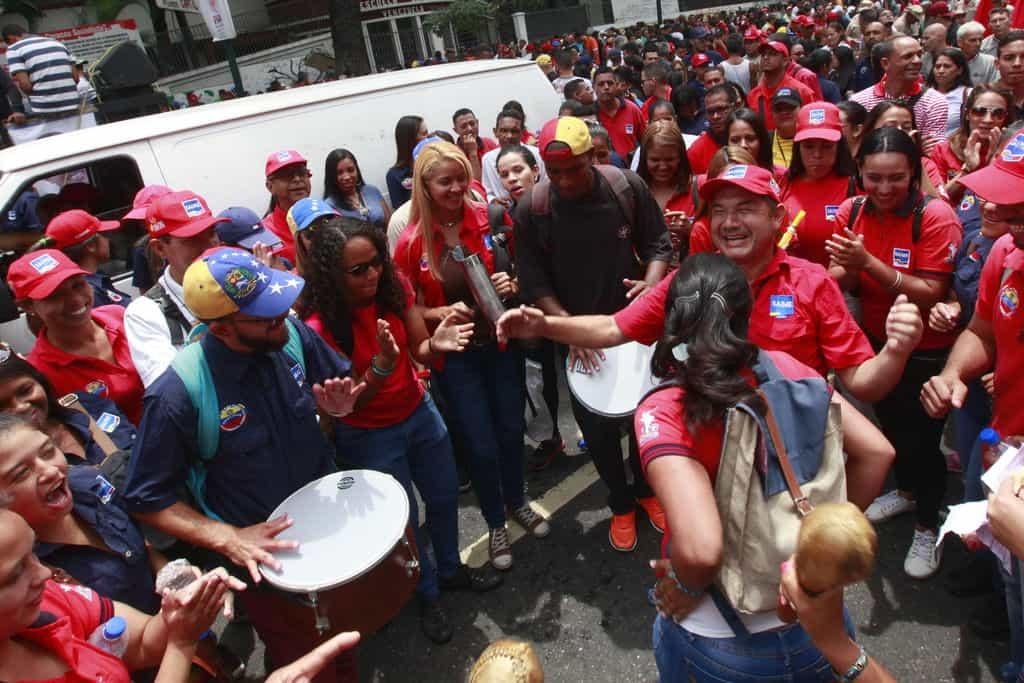 Чавистки митинг прелива във фиеста. Снимка: albaciudad