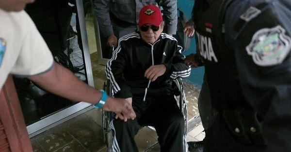 Една от последните снимки на Нориега при постъпването му в болница за мозъчна операция. Снимка: TeleSur