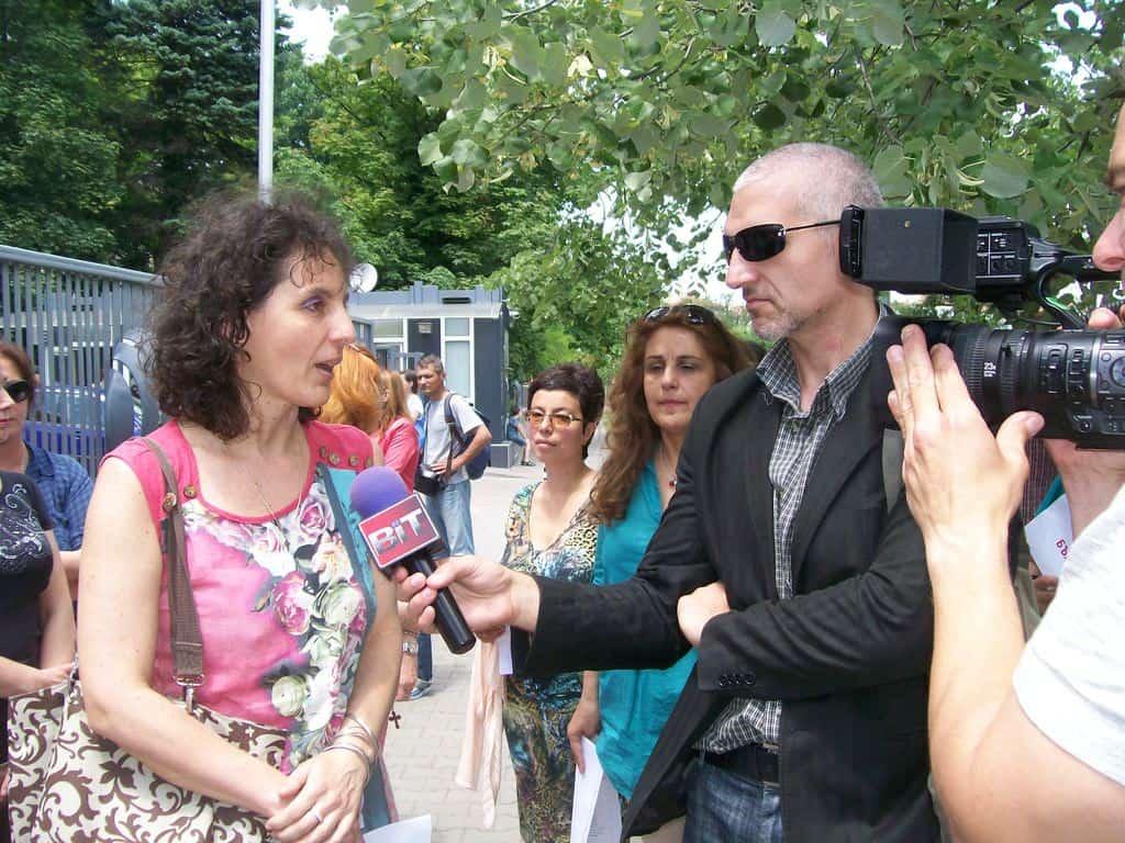 Даниела Константинова дава интервю по време на първия протест на 13 юни. Снимка: Къдринка Къдринова