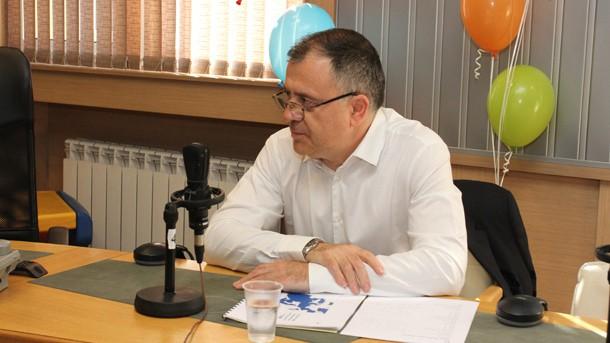 """Александър Велев по времена радиодискусия за съдбата на """"Радио България"""". Снимка: БНР"""