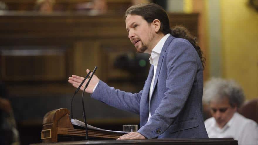 """Пабло Иглесиас по време на дебатите в парламента по поискания от """"Подемос"""" вот на недоверие срещу правителството на Мариано Рахой. Снимка: ЕФЕ"""