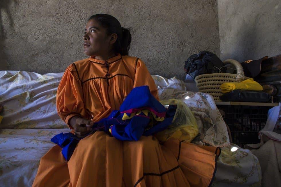 """На Лорена ѝ харесва постоянно да е заета с нещо. Ако не тича, тогава мие съдове, пере или шие. Казва: """"Ако си седя така и не правя нищо, става ми много тъжно"""". Снимка: Кристиан Палма"""