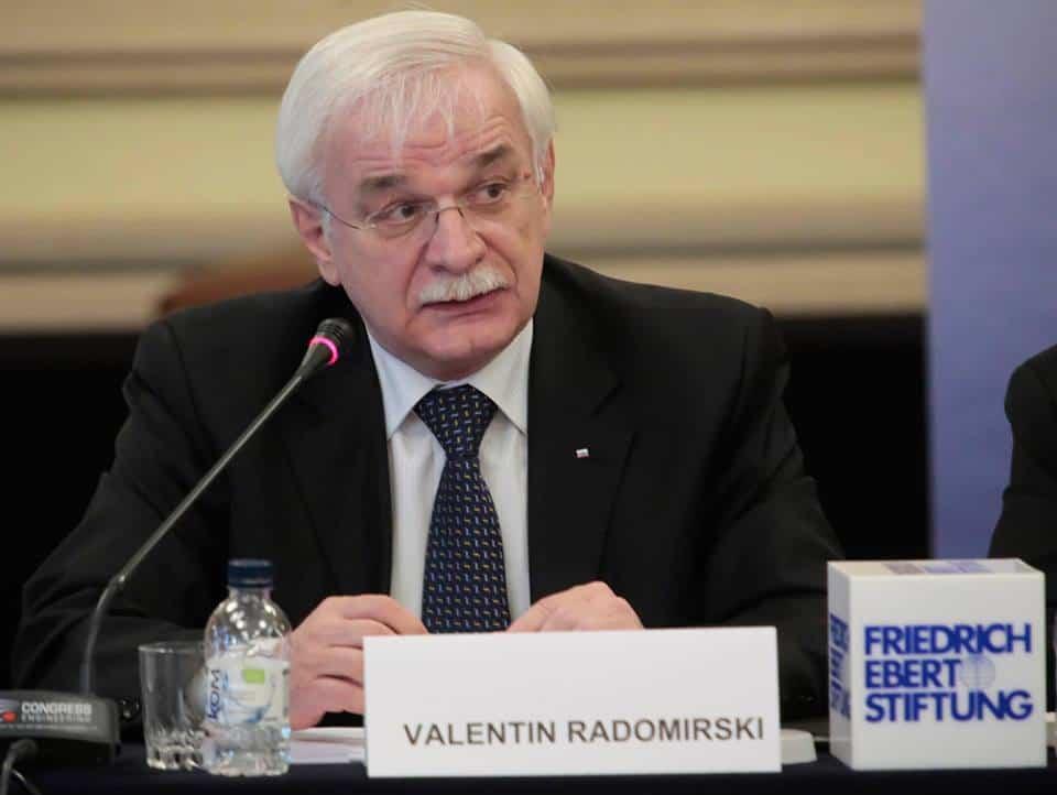 Авторитетното мнение на Валентин Радомирски често звучи по конференции и форуми. Снимка: Фейсбук