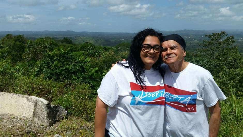 Оскар Лопес с дъщеря си Клариса в Пуерто Рико. Снимка: resumenlatinoamericano
