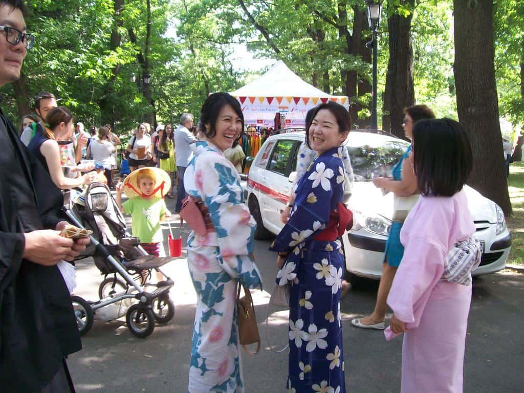 """""""Мънички японки"""" в кимона. Снимка: Къдринка Къдринова"""
