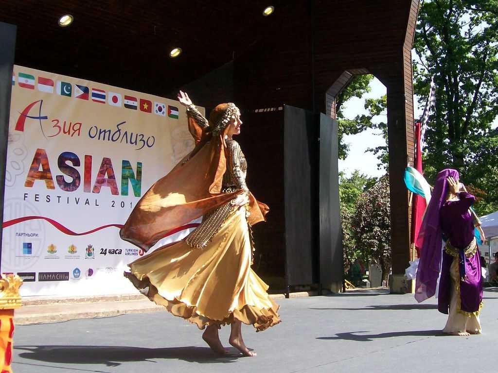 """Сирийските танци бяха като от """"1001 нощ"""". Снимка: Къдринка Къдринова"""