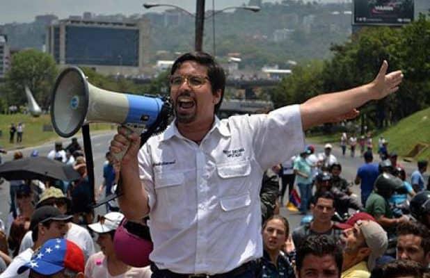 Опозиционерът Фреди Гевара в акция. Снимка: Resumen Latinoamericano