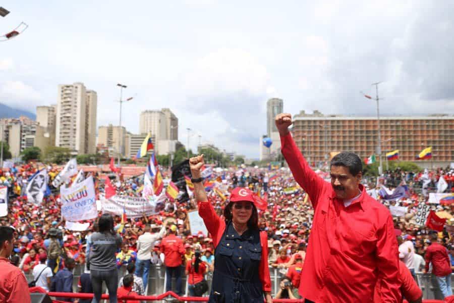 Президентът Николас Мадуро и съпругата му на заключителния предизборен митинг в Каракас. Снимка: Resumen Latinoamericano