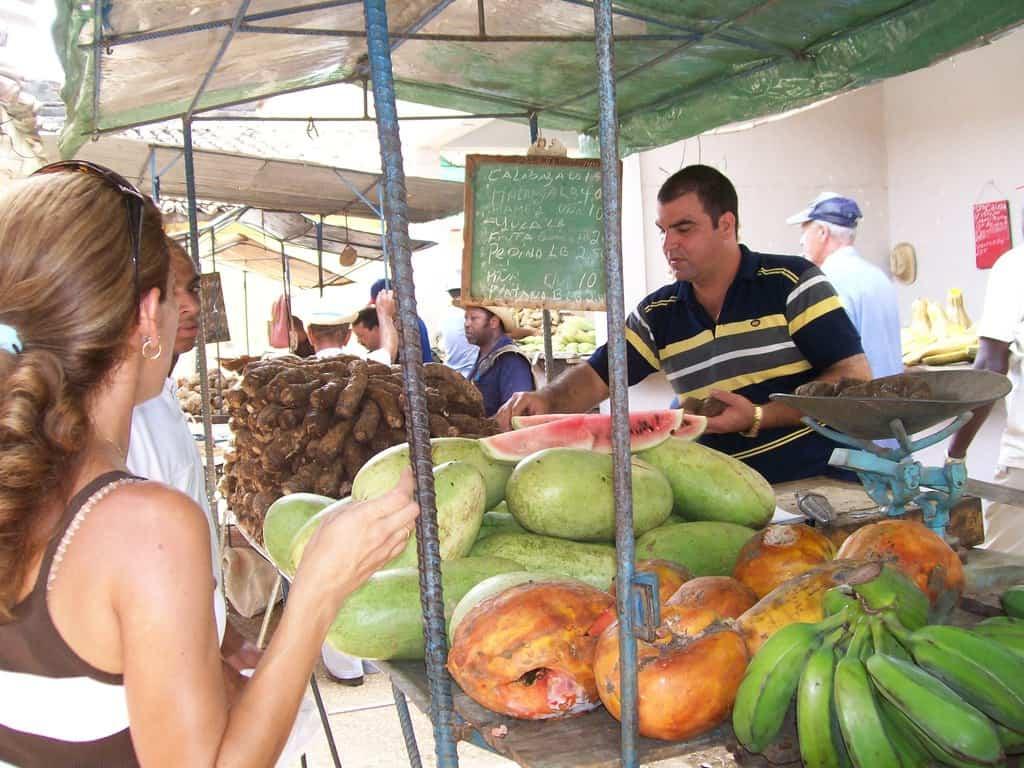 Благодарение на икономическите промени земеделските пазарие в Куба са отрупани със стока. Снимка: Къдринка Къдринова