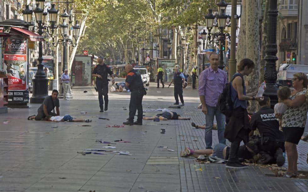 """Убити и ранени на """"Рамблас"""" след нападението. Снимка: EFE"""