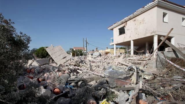 Разрушената от експлозията къща в Алканар. Снимка: EFE