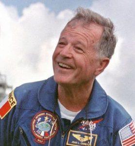 Жан-Лу Кретиен вече като служител на НАСА