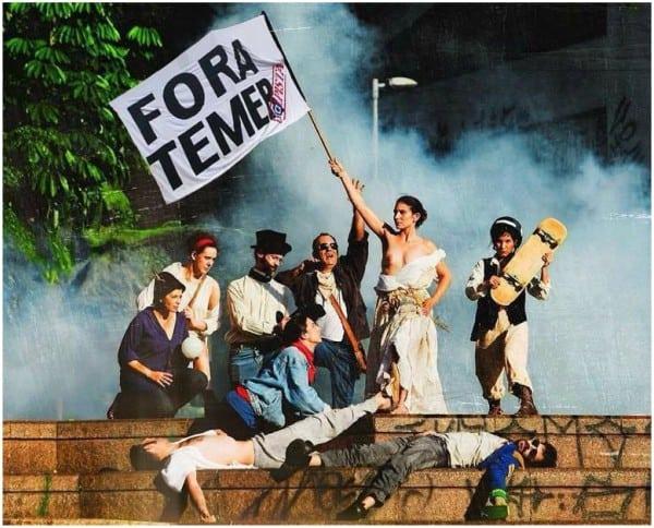 """Тая гологърда """"Свобода"""" сме я виждали и у нас. В Бразилия тя артистично развява все същото """"Fora Temer"""", но какво постигна досега? Снимка: esmaelmorais.com.br"""