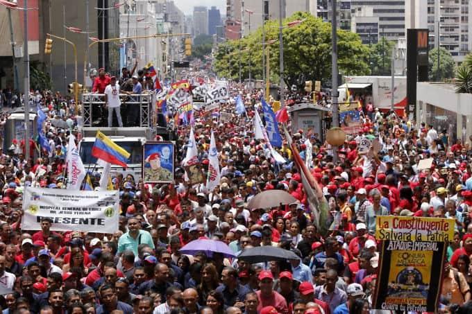 Центърът на Каракас се изпълни на 7 август от хора, подкрепящи Мадуро. Снимка: albaciudad