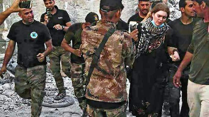 Момент от задържането на Линда в Мосул. Снимка: The Times