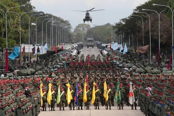 Армията във Венесуела е опора на Боливарската революция още от времето на Уго Чавес. Снимка: albaciudad