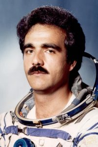 Афганистанският космонавт Абдел Ахмад Мохамад лети през 1988 г.