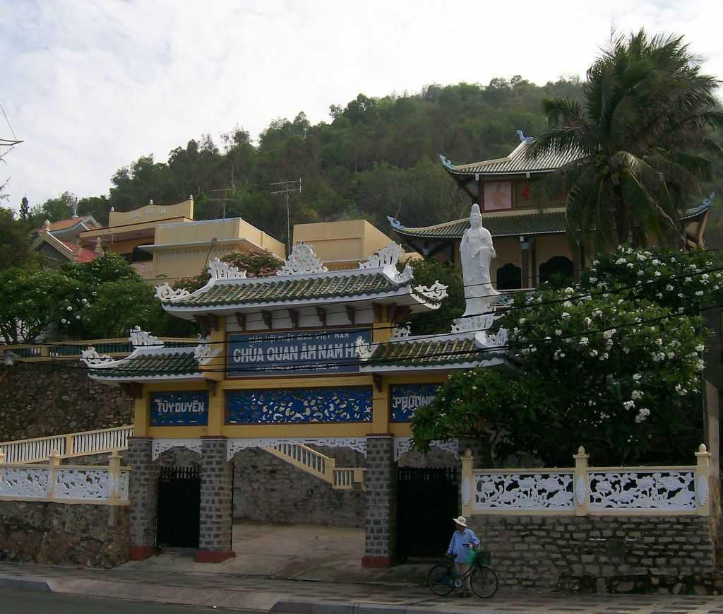 И будистките символи са тук–на крайбрежието на Вунг Тау. Снимка: Къдринка Къдринова