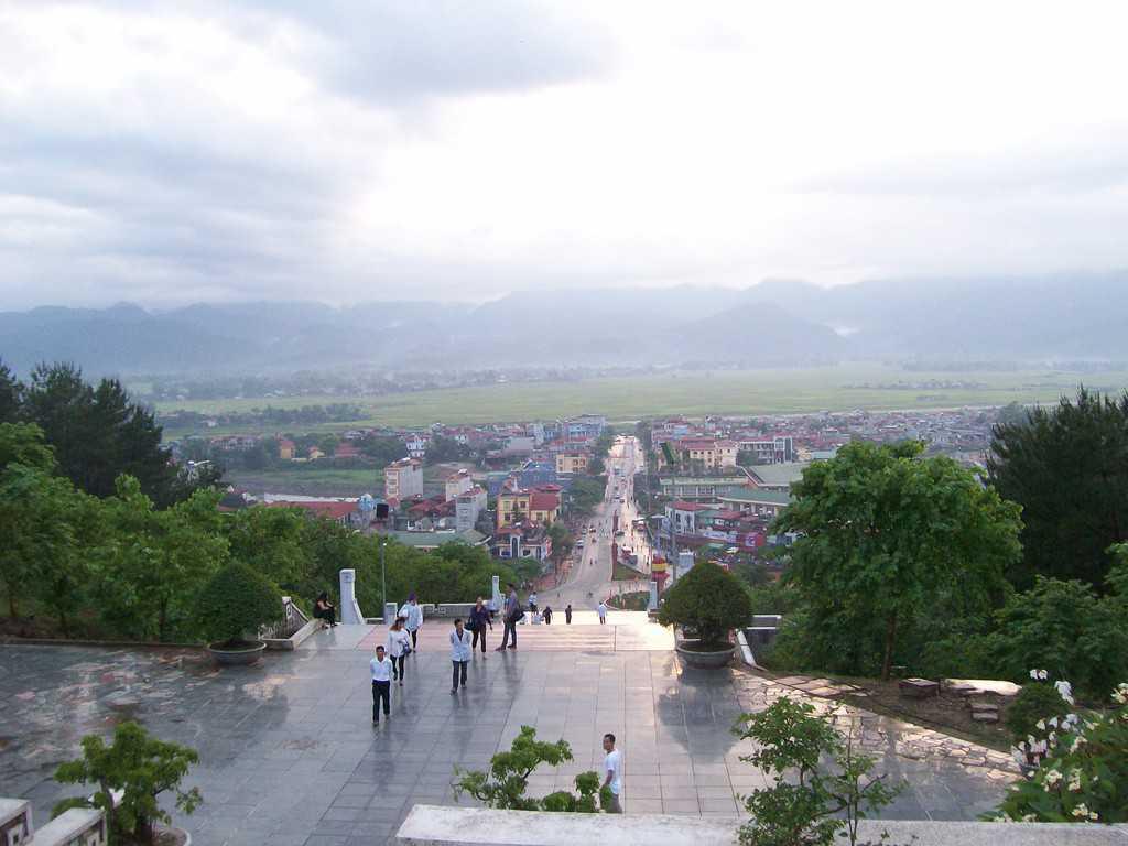 Поглед към долината на Диенбиенфу днес от хълма с мемориала в памет на падналите в битката. Снимка: Къдринка Къдринова