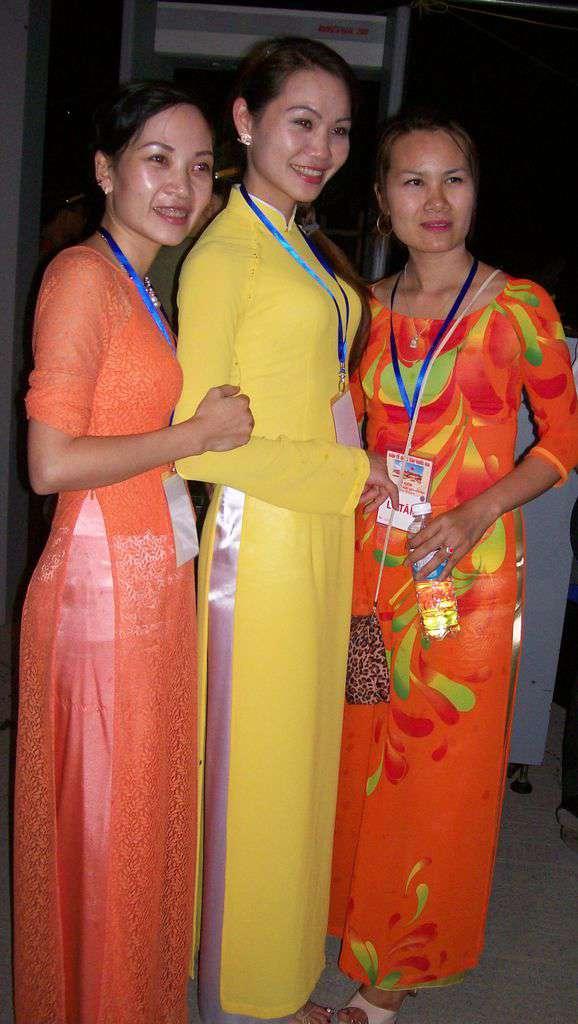 Виетнамски момичета в типичните рокли ао зай. Снимка: Къдринка Къдринова