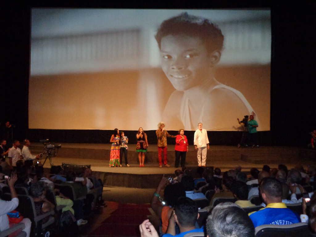 """Изпълнението на песента """"Всички сме Венесуела"""" от известни венесуелски певци. Снимка: Къдринка Къдринова"""