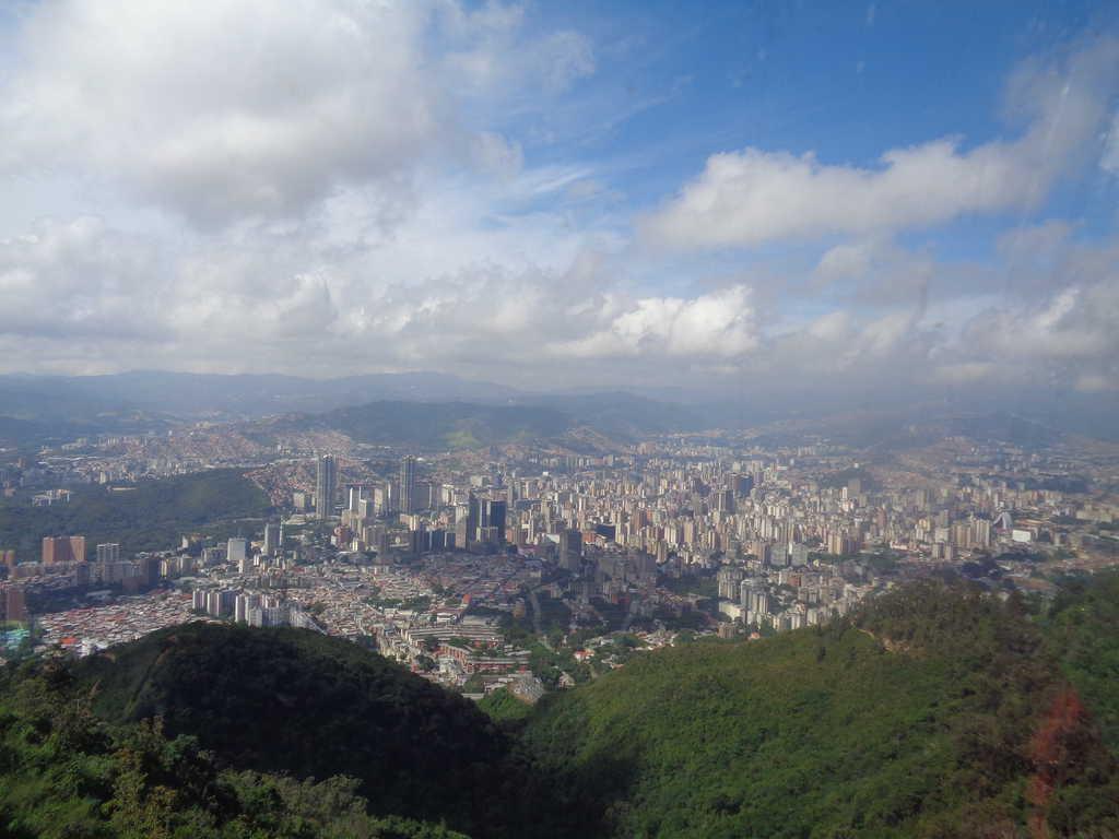 Изглед към Каракас от лифта, отвеждащ към върха Уарайра Репано. Снимка: Къдринка Къдринова
