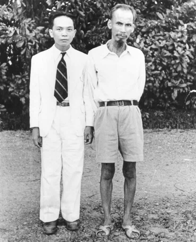 Хо Ши Мин и генерал Зиап през 40-те. Снимка: Уикипедия