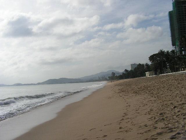 Плажът в Ня Чан наистина изглежда безкраен. Снимка: Къдринка Къдринова