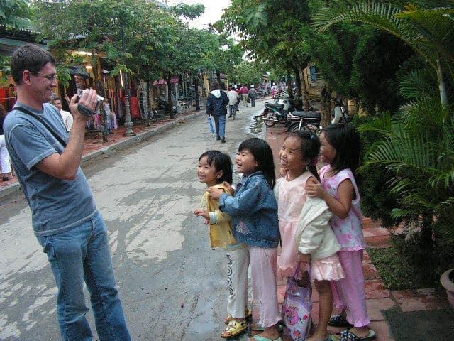Усмивките на малки и големи съпътстват туриста в Хой Ан. Снимка: Къдринка Къдринова