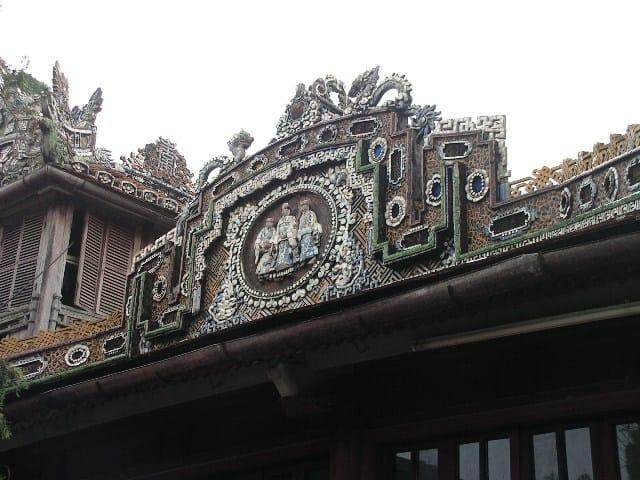 Всеки детайл в дворцовия комплекс в Хюе се отличава с майсторска изработка. Снимка: Къдринка Къдринова