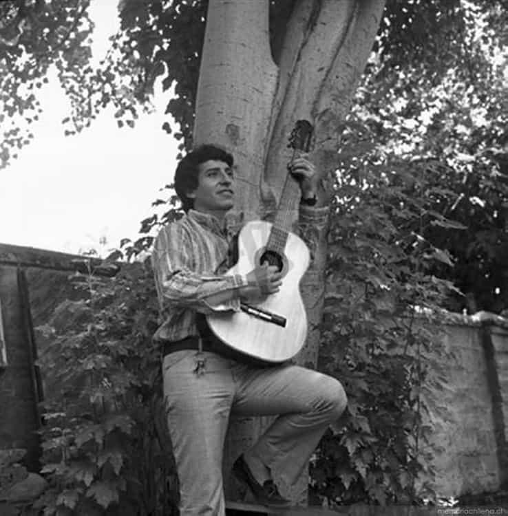 """Първата авторска песен на Виктор е посветена на Джоан. Снимка: Фондация """"Виктор Хара"""""""