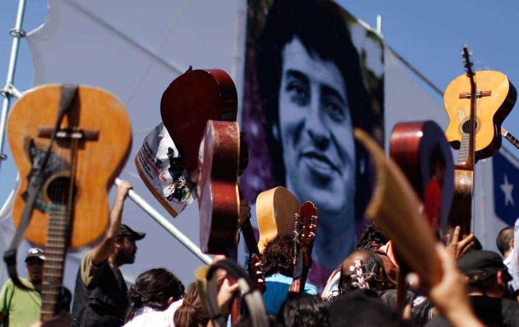 В Чили паметта за Виктор вдъхновява все повече млади певци. Снимка: El Siglo