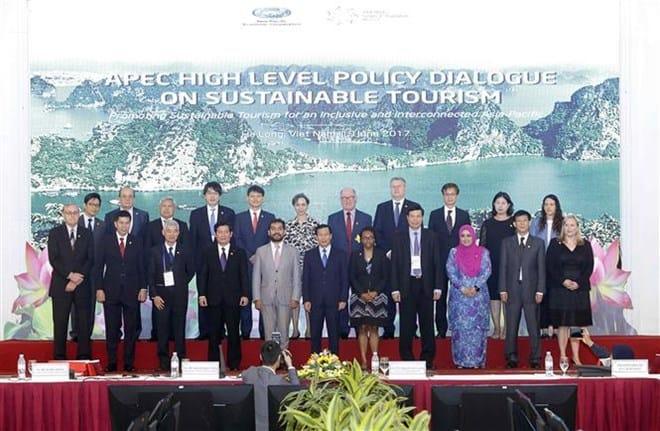 Срещата за устойчивия туризъм, състояла се в Ха Лонг през юни, събра министри и експерти от страните на Азиатскотихоокеанското икономическо сътрудничество, на чиято среща на върха Виетнам ще домакинства през ноември.