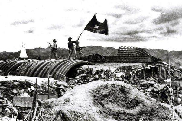 Превземането на бункера на френския командващ генерал Де Кастри в Диенбенфу, май 1954 г. Снимка: архив