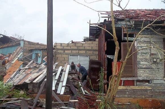 Разрушени къщи в Сиего де Авила. Снимка: Cubadebate
